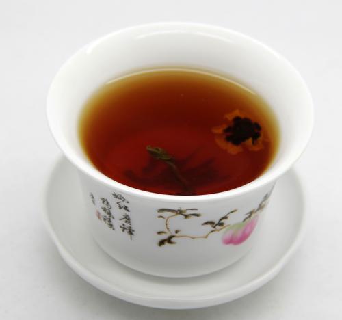 罗布麻茶和昆仑雪菊茶汤
